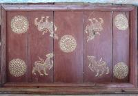 Vat Long Khoun large details, smaller stencilled wooden ceiling panel with stylized lion and mandala motif